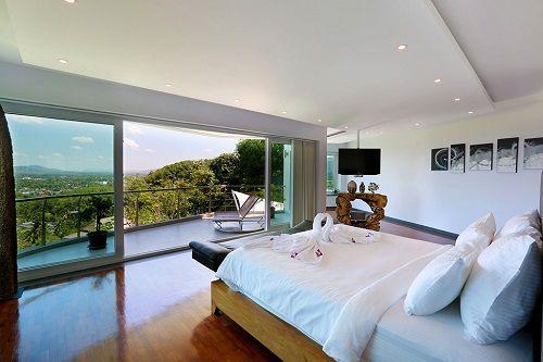 Dormitorio con terraza en Villa Beyond