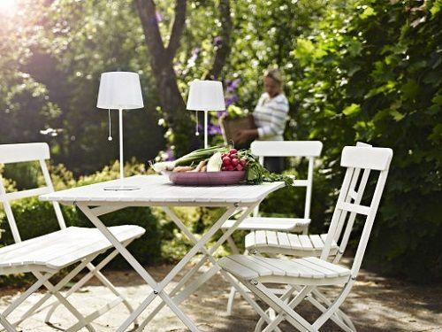Lámparas de mesa en la terraza