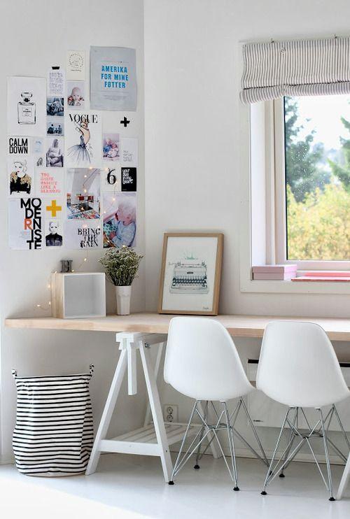 espacio creativo de trabajo con decoración personal
