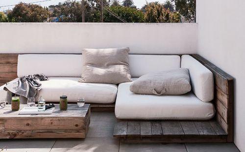sofás con palets para exteriores