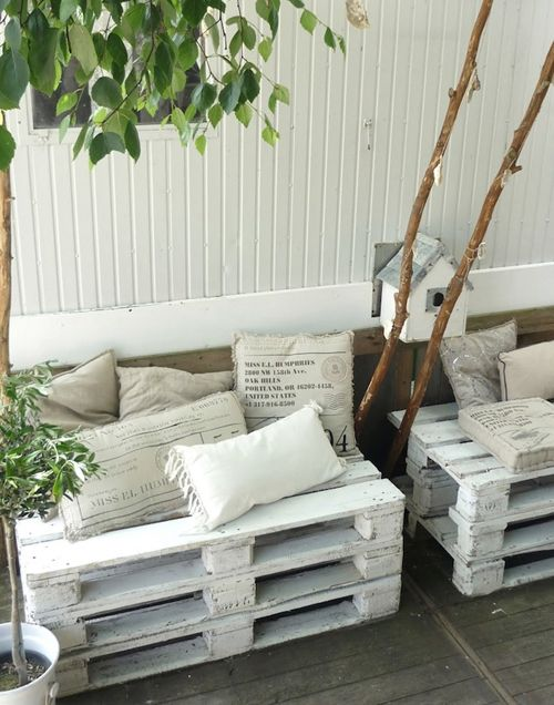 sofa con palets exterior en blanco