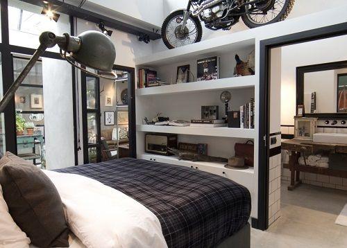 Dormitorio principal con moto