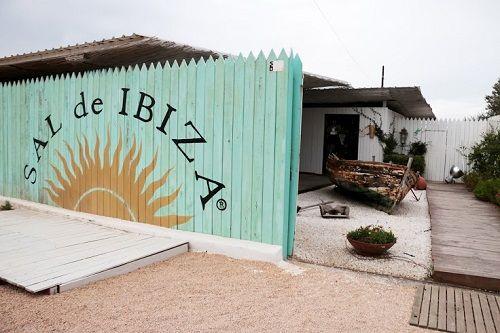 Exterior de la tienda en la playa