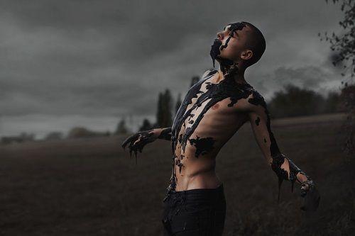 autorretrato petróleo ©David Uzochukwu