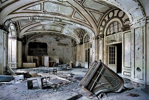 Yves Marchand, Romain Meffre The Ruins of Detroit 3