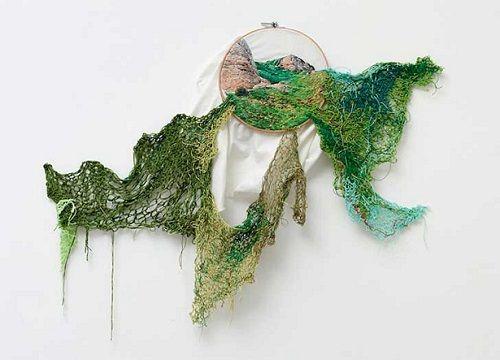 """""""Suspensiones"""" de Ana Teresa Bardoza, el arte de bordar"""