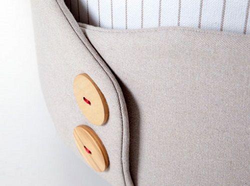 Polsino-puf-con-botones-de-madera