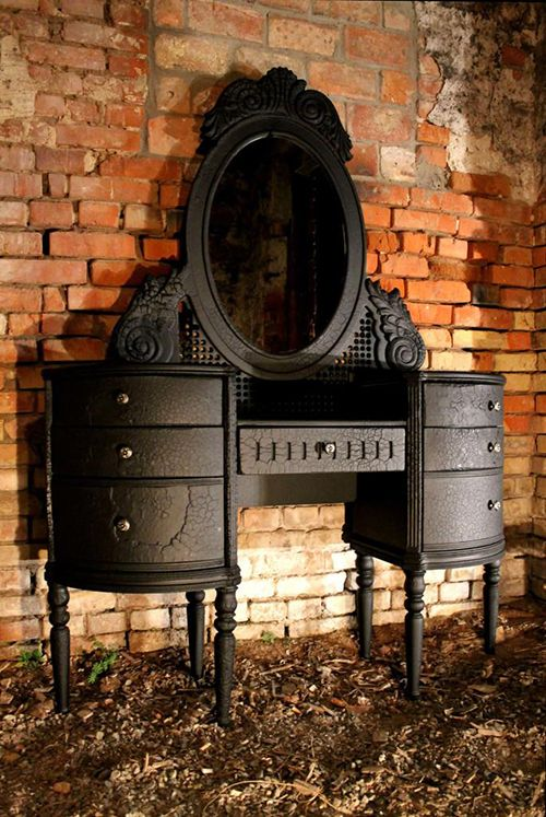 Muebles carbonizados: curiosa técnica de… ¿restauración?