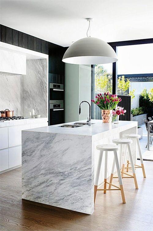 cocina marmol blanco gris tendencia decoracion mesa encimera