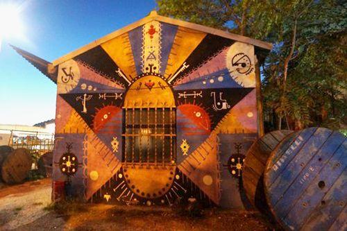 exterior paredes graffiti la neomudejar madrid atocha arte vanguardia