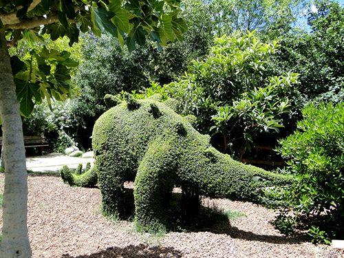 dinosaurio escultura vegetal madrid el bosque encantado parque botanico