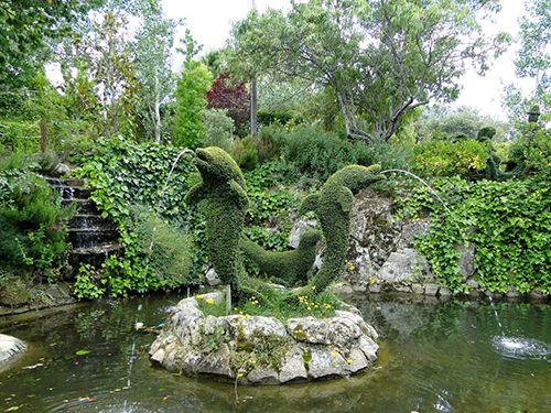 fuente delfines el bosque encantado madrid esculturas vegetales