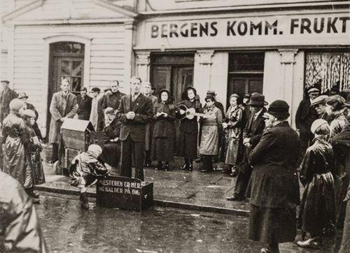"""Florentino Díaz, """"Predicador callejero"""". Oslo, 1935. De la muestra """"Pasajes de Europa"""""""