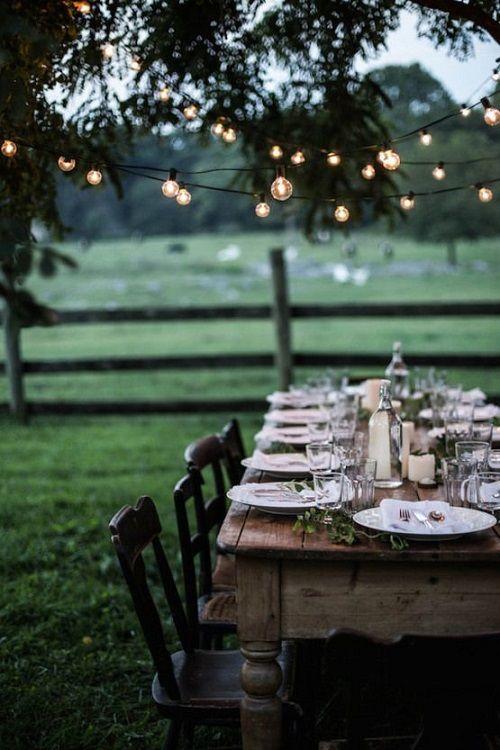decoracion con luces mesas al aire libre