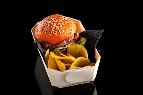 hamburguesa a fuego negro  restaurante san sebastian