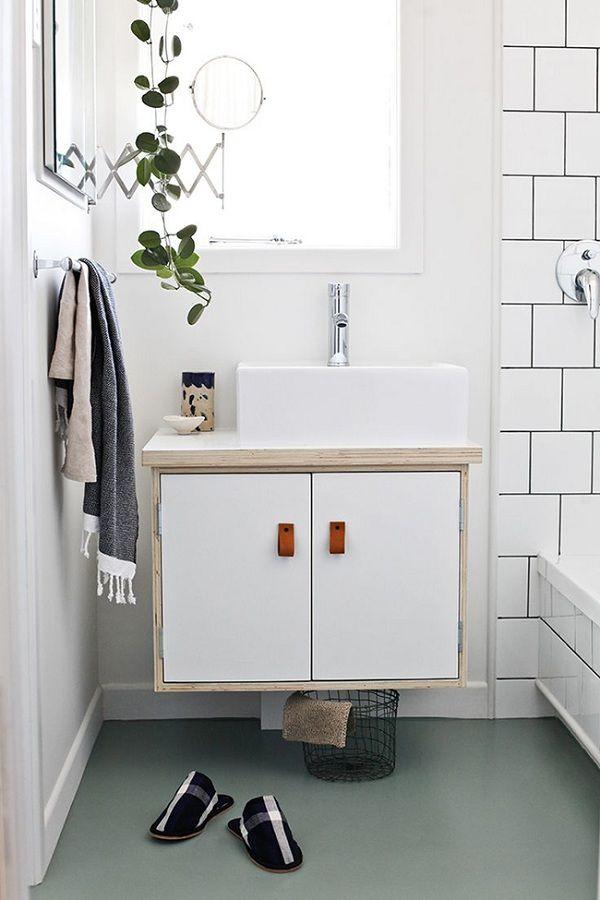 baño blanco con adornos