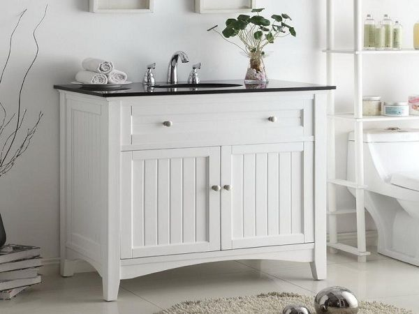 mueble blanco con reborde negro