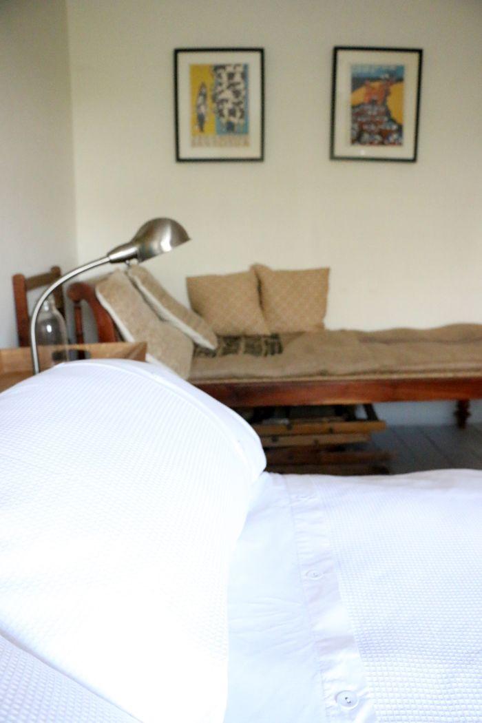 cama blanca con divan saco