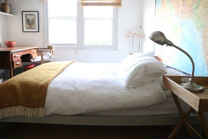 cama doble con ventana