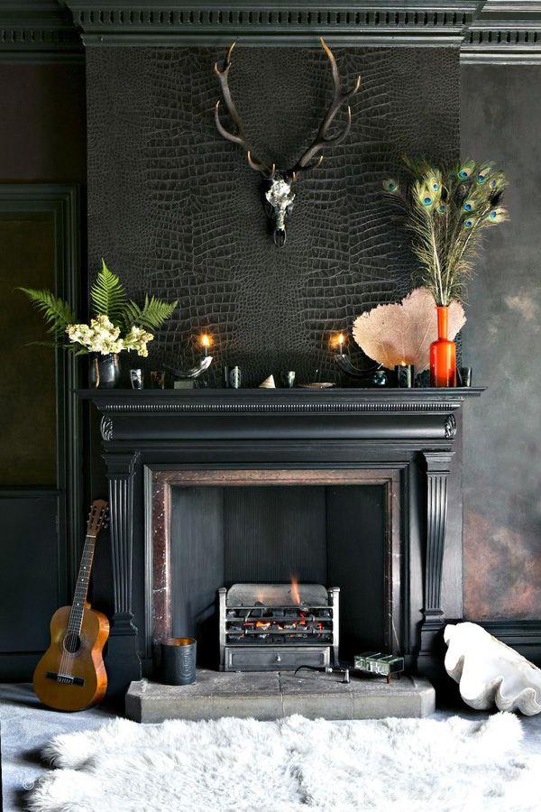 chimenea negra con pared piel cocodrilo
