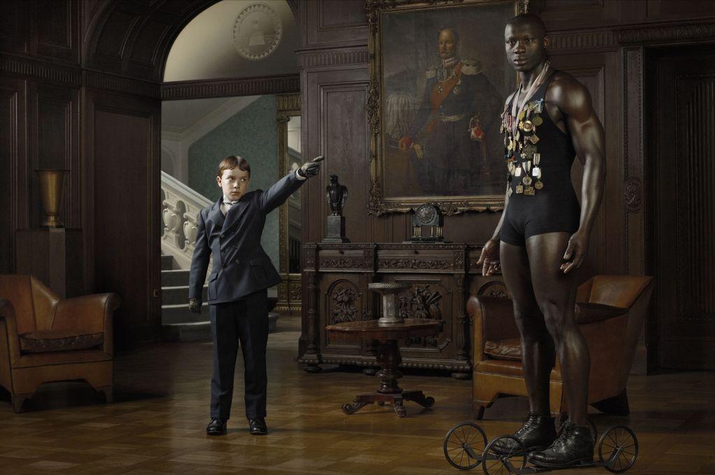 Berlin Freimaurer Loge Dahlem fotografia erwin olaf berlin preguerra atleta negro medallas y niño pequeno traje