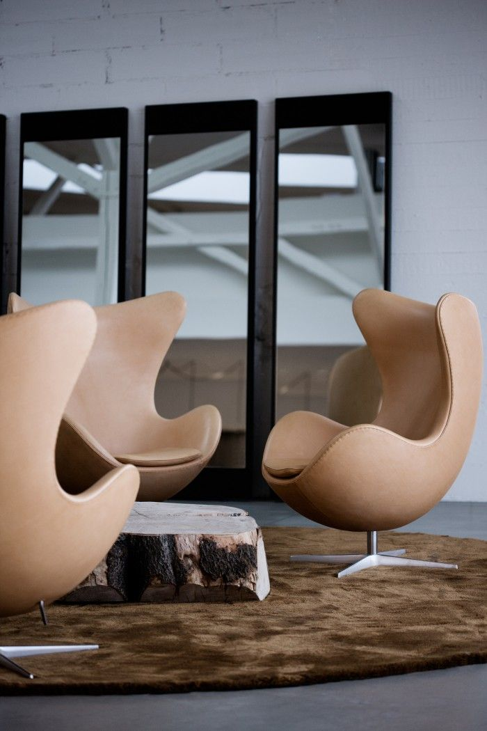 The egg silla sillon huevo redondo arquitecto danes arne jacobsen diseño dinamarca cuero marron