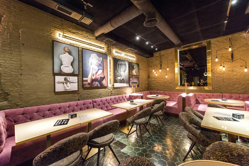 fotografías y sofas en rosa