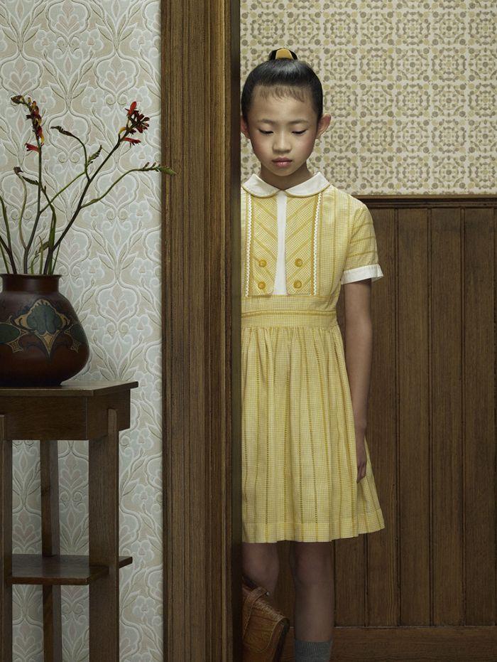 keyhole fotografia erwin olaf cerradura niña chica pelirroja de espaldas