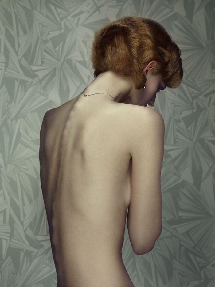keyhole fotografia erwin olaf cerradura chica pelirroja de espaldas papel pintado