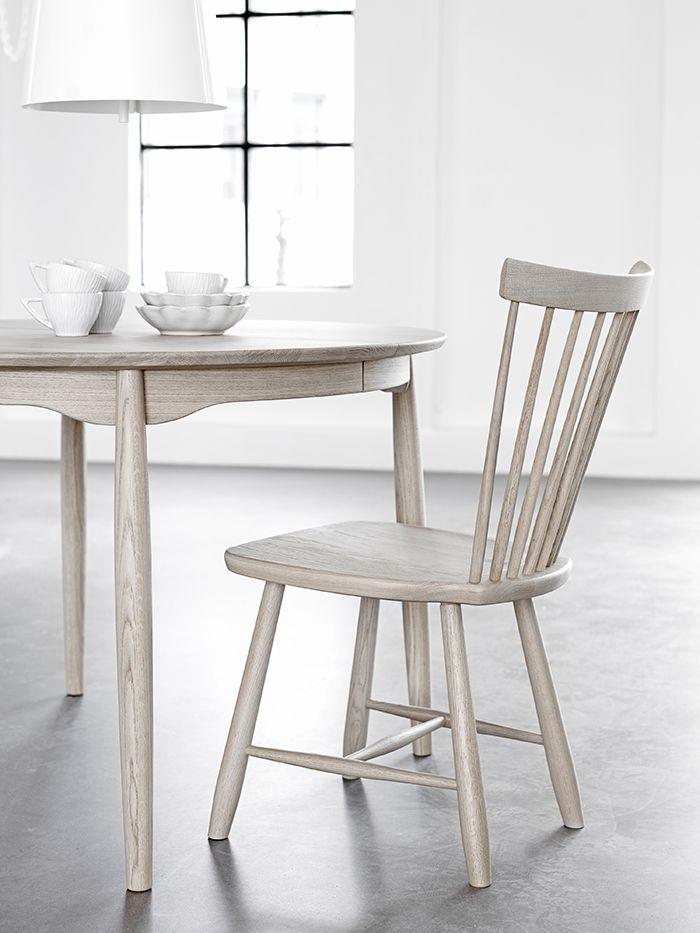 Los 20 dise os de sillas que tienes que conocer moove for Sillas madera segunda mano