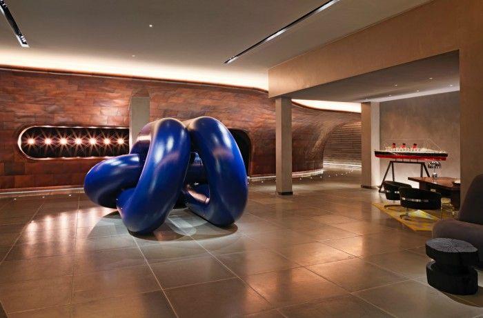 escultura cadena barco azul recepcion hall hotel mondrian de londres