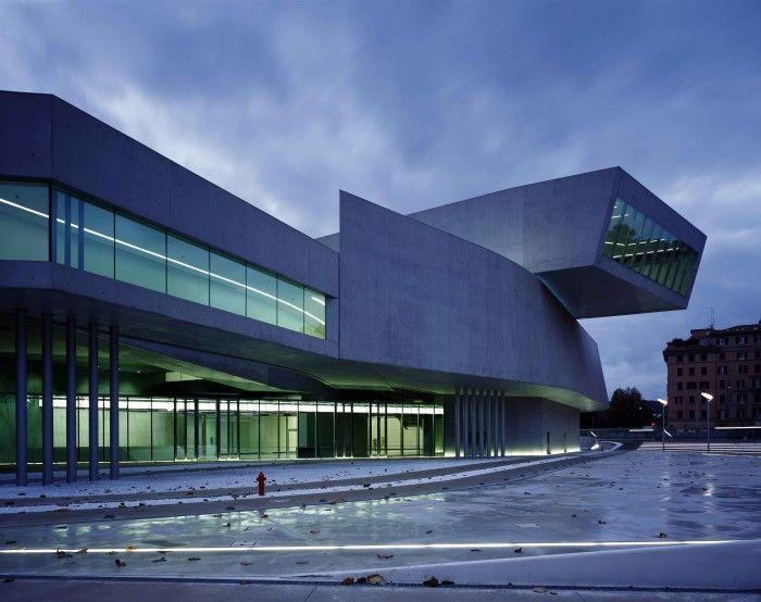 exterior del museo maxxi en roma zaha hadid futurista