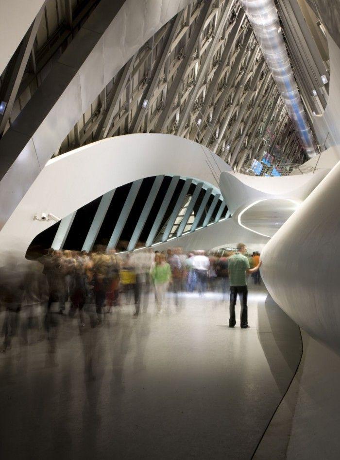 interior pavellon puenta zaragoza zaha hadid obras en espana edificio cruza rio ebro