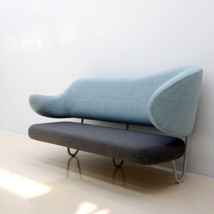 wall sofa azul claro azul oscuro sofa anclado a la pared de finn juhl diseno danes