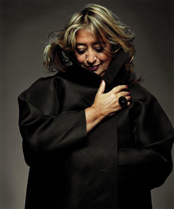 zaha hadid retrato arquitecta famosa iraqui premio pritzker starchitect mujer vestido negro