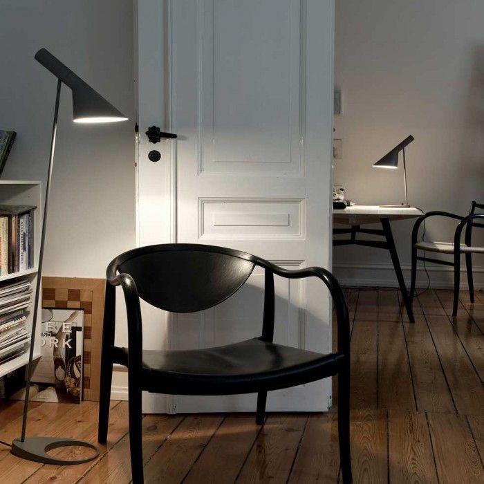 lampara aj de arne jacobsen pie sobremesa flexo diseno escandinavo color gris oscuro
