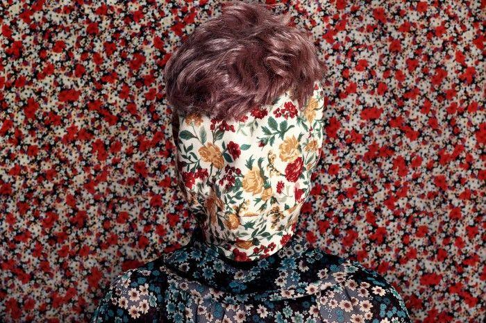 fotografia de que te escondes telas estampadas camuflaje fotografa argentina romina ressia foto que parece un cuadro pictorica