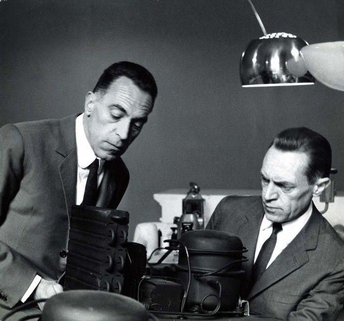 hermanos castiglioni en su estudio disenadores industriales italianos