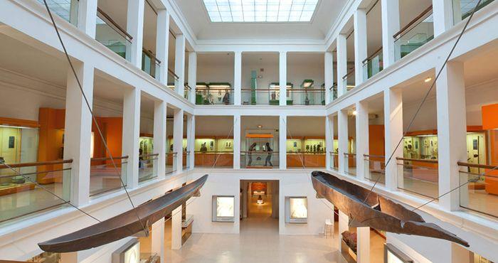 interior museo nacional de antropologia madrid espana sala africa