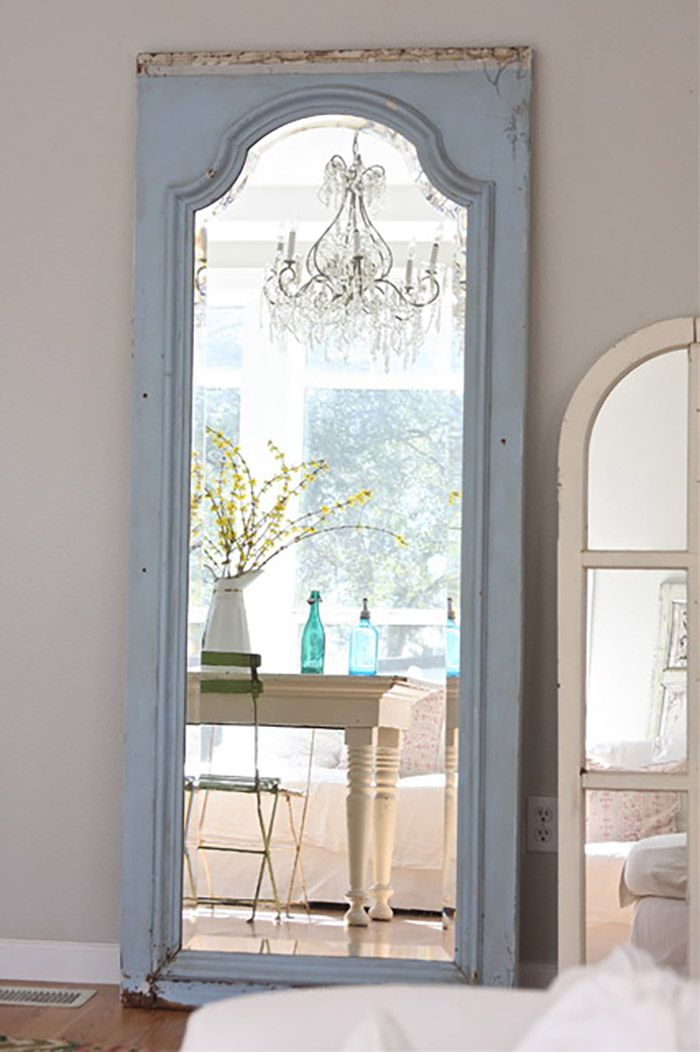 12 ideas para reutilizar puertas y ventanas moove magazine - Hacer marco espejo ...