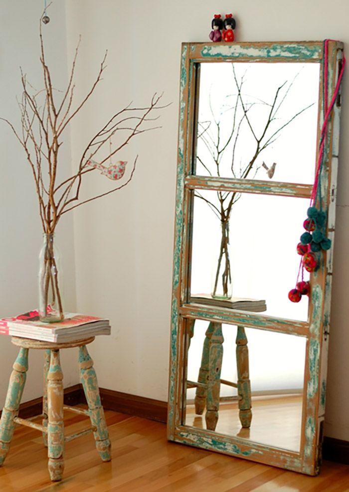 12 ideas para reutilizar puertas y ventanas moove magazine for Marcos para espejos grandes modernos