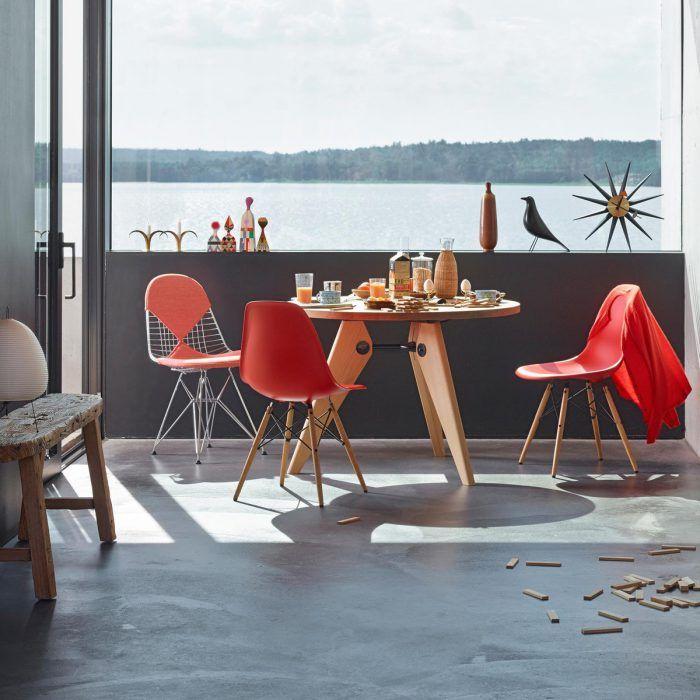 sillas dsw charles y ray eames color rojo coral naranja terraza