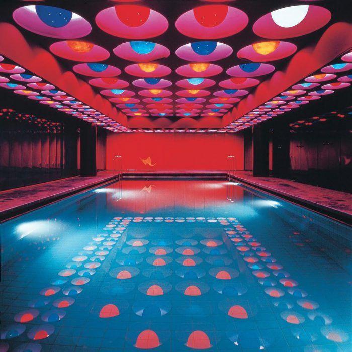 piscina verner panton psicodelica luces colores rojo anos 70 decada 1970 setenta futurista