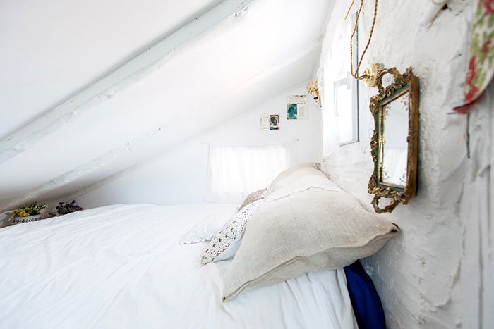cama matrimonio altillo piso malasaña buhardilla