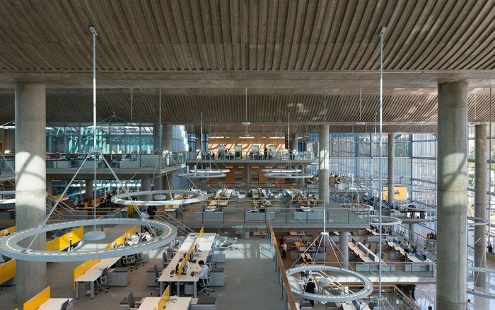 Oficinas futuristas espacios diafanos naves industriales de hormigon y diseño