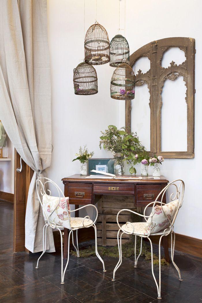sillas de forja y escritorio antiguos