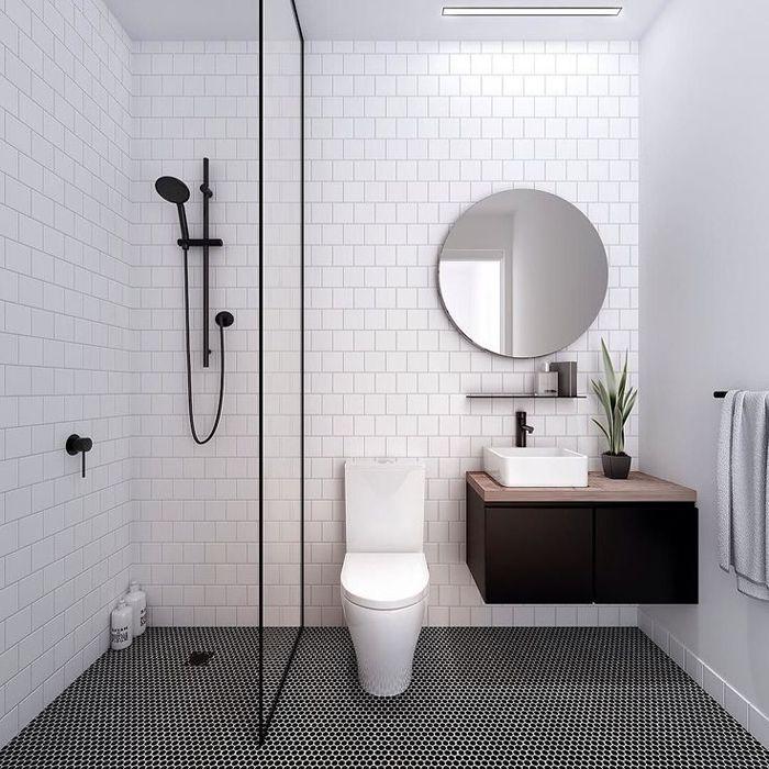 baño con suelo hidraulico gris y lavabo con mueble flotante