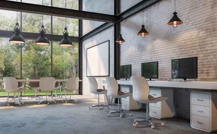 oficina diafana con ventanal