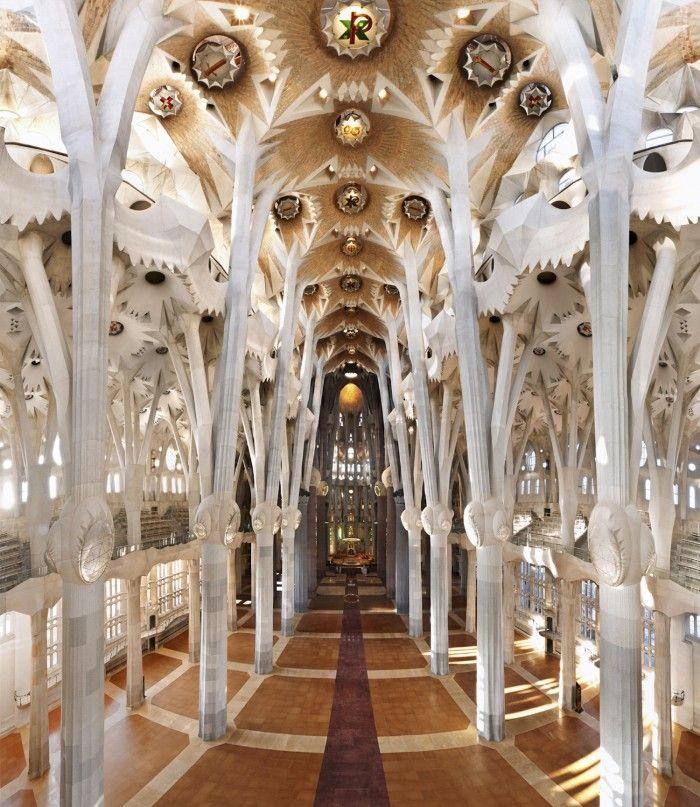 columnas sagrada familia arquitectura modernista