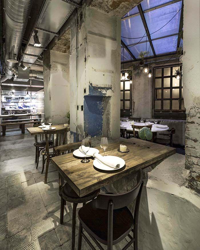 mesas madera parejas restaurante fismuler
